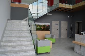 Siedziba firmy Nowbud - wejście do biurowca